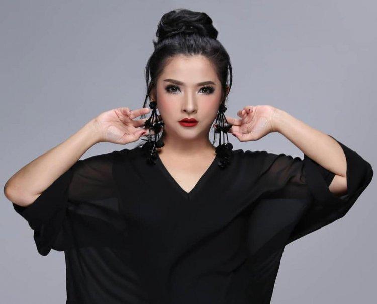 Restina, dari Hobi Menjadi Penyanyi Profesional (1)