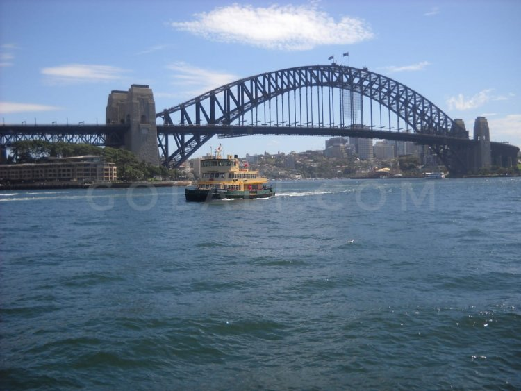 Warna-warni Memikat Sydney Harbour Bridge