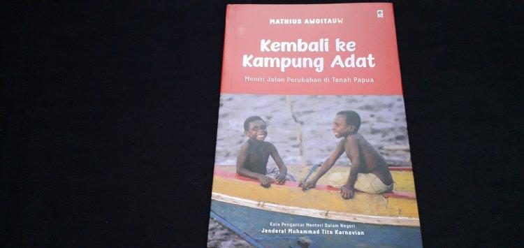 Resensi Buku Kembali ke Kampung Adat, Solusi Menuju Papua Lebih Baik Lagi